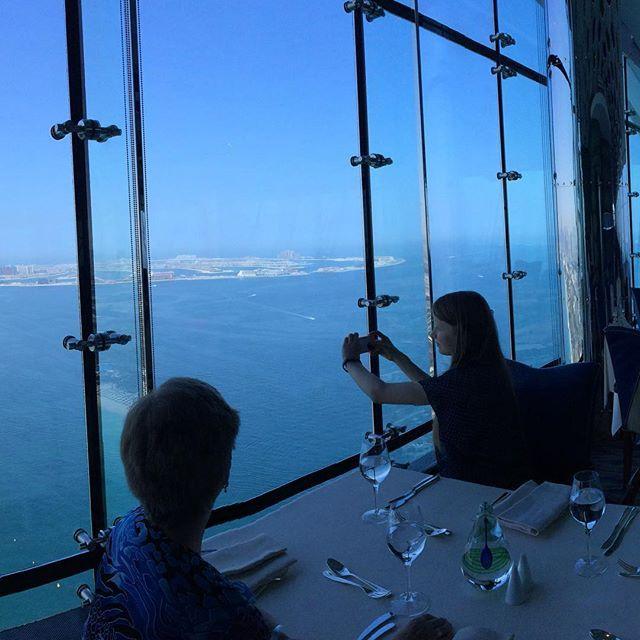 1. Tag in #Dubai. Das #Abenteuer #urlaub in den #Emiraten kann beginnen. #Fridaybrunch im #almuntaha #skyview #restaurant ganz oben im #burjalarab #wow #marina #thepalm #jumeirah #jumeriahbeach #geil #lecker #augenschmaus #mosi  mehr unter www. mOsi-unterwegs.de #travel