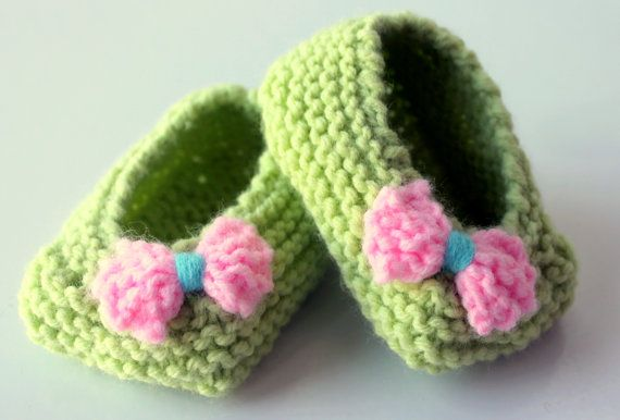 Green Knitting Baby Shoes With Pink Bow Soft by OznemBabyBoutque, $16.50