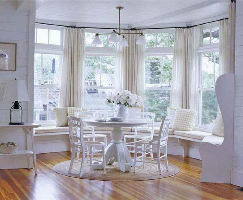 Deko fur wohnzimmerfenster gemtliche fenstersitze und for Aktuelle wandfarben fur wohnzimmer