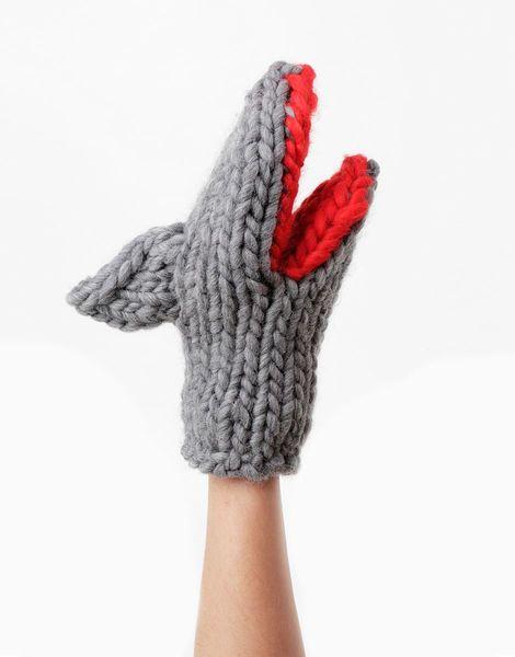 01 bruce knit mitts spaceblack lipstickred