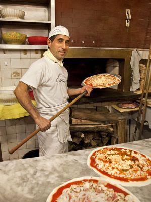 Gilberto Mura, pizzaiolo do restaurante Baffetto, em Roma, muito conhecido por suas deliciosas pizzas.