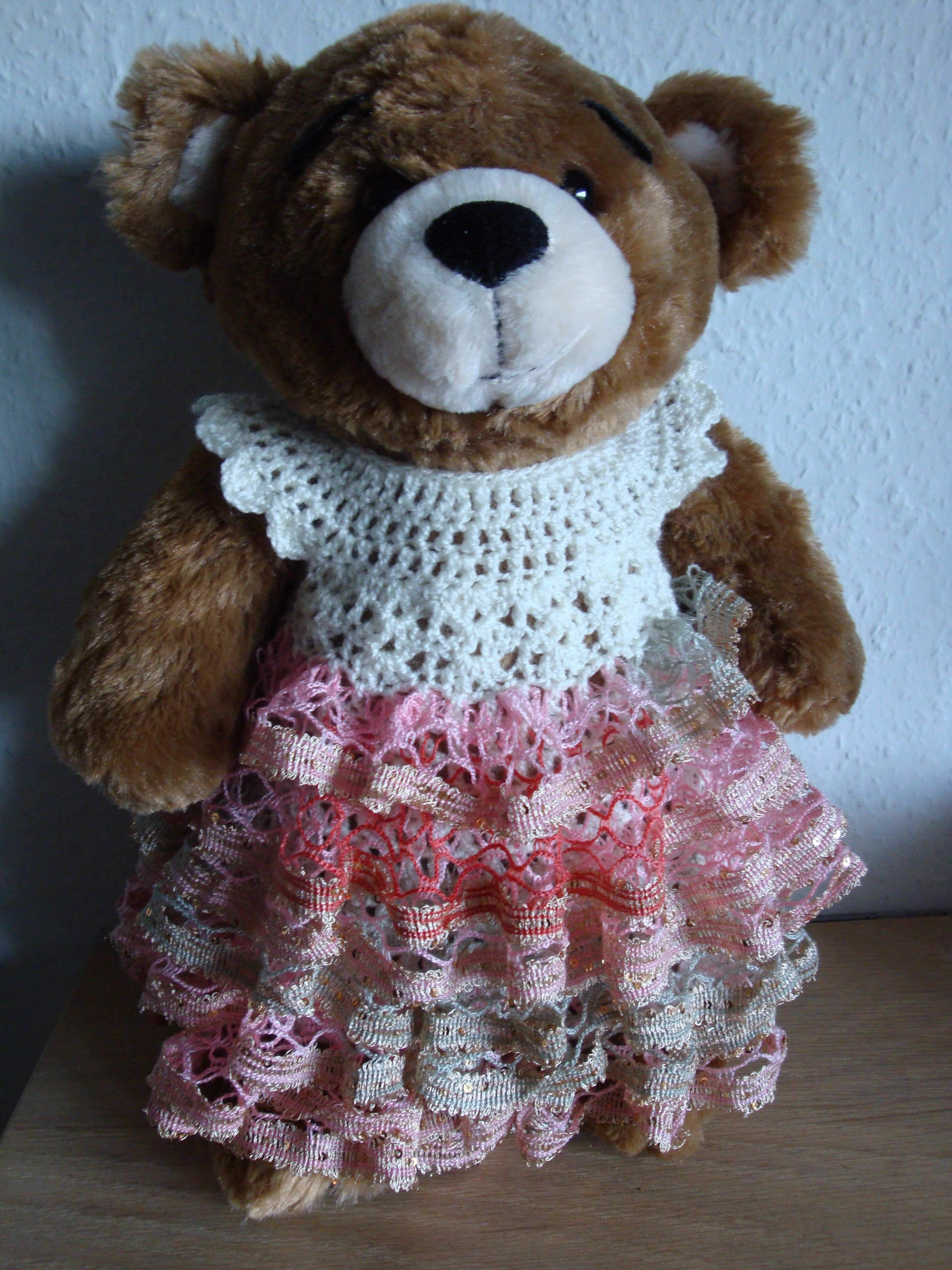 (Made by Susanne Elfrom Nguyen) Lang kjole til build a bear. Opskrift eget design