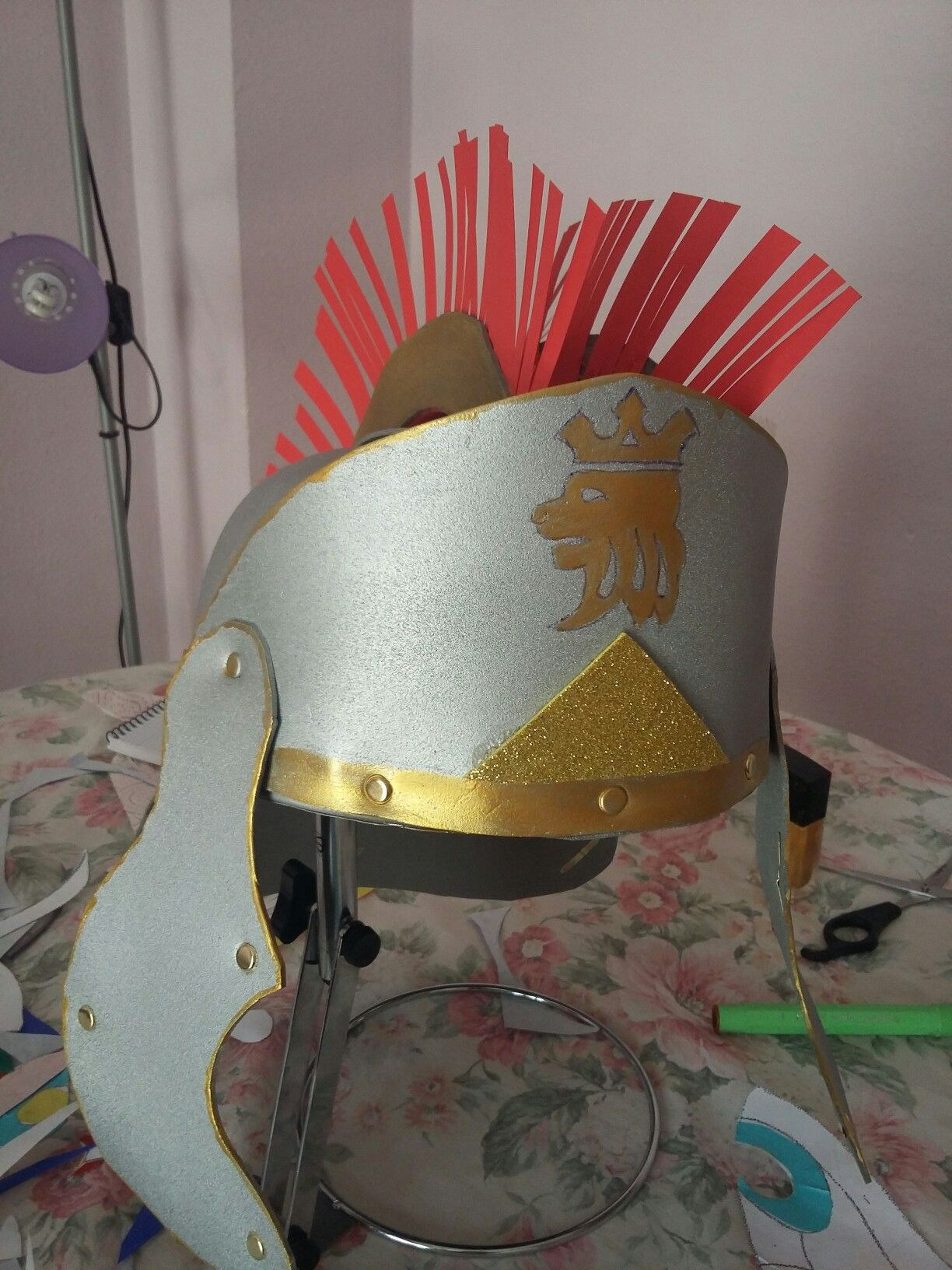 Casco gladiador de goma eva | casco | Pinterest | Goma eva y Gomitas