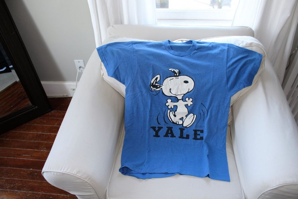 510d688dba3 VINTAGE YALE UNIVERSITY SNOOPY T-SHIRT SIZE XL Snoopy T Shirt