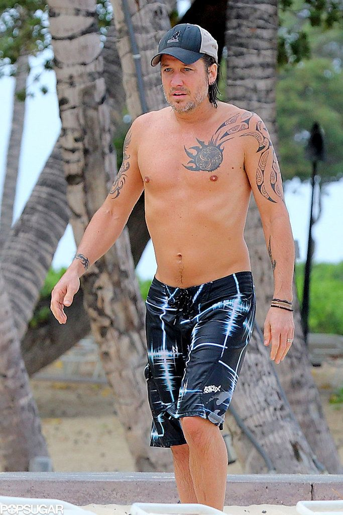 Shirtless Keith Urban Shows Off His Tattoos In Hawaii Keith Urban Keith Urban Tattoo Nicole Kidman Keith Urban