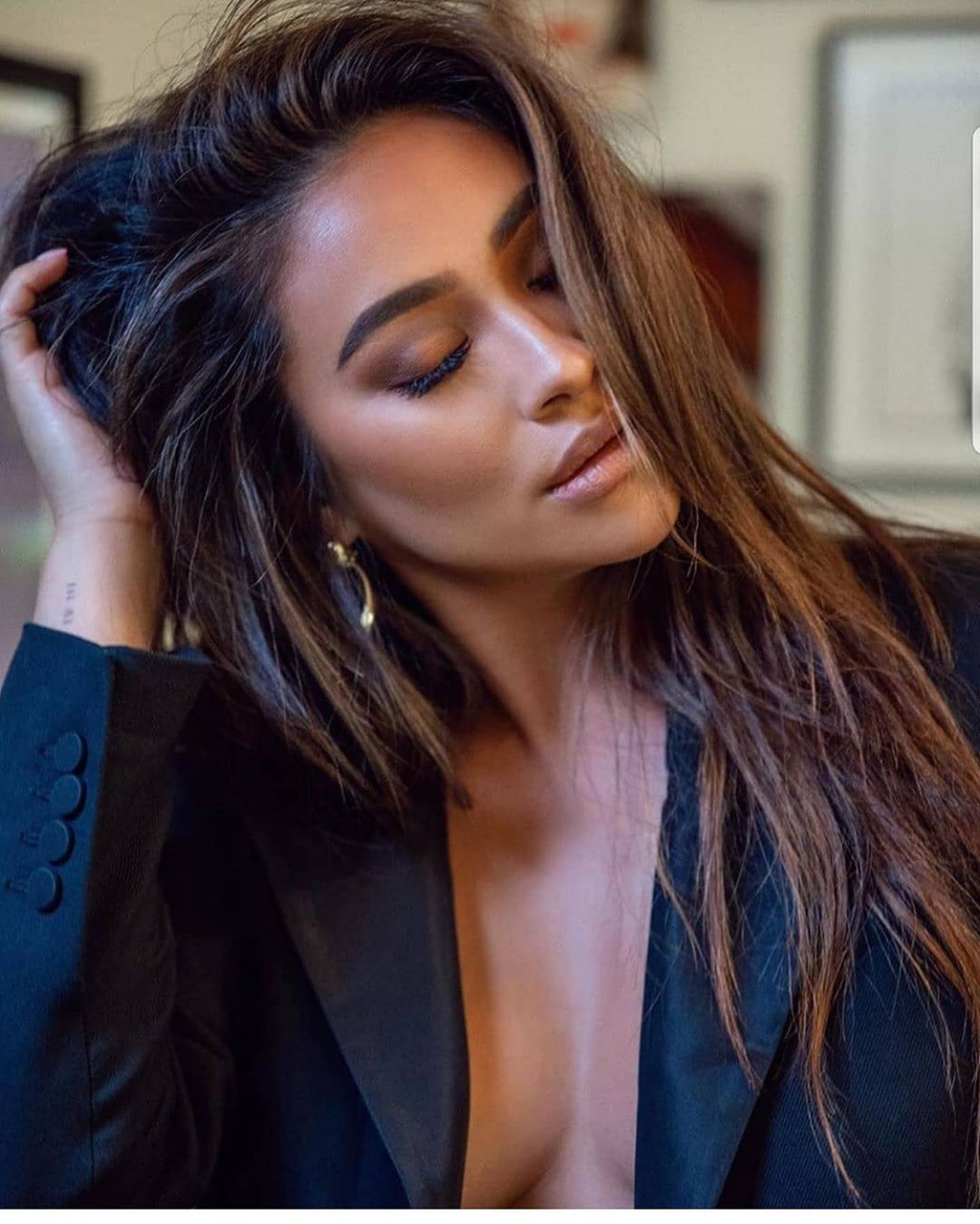Https Www Instagram Com P Cdeuxbtj6fd Igshid Bs80a75p7dp6 In 2020 Shay Mitchell Hair Shay Mitchell Hair Styles