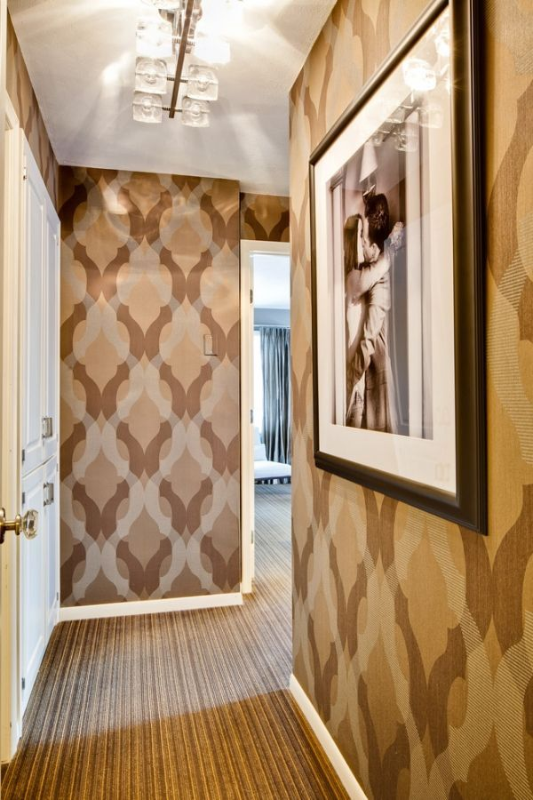Beige Und Braun Geometrische Muster Tapeten Teppichboden Im Flur
