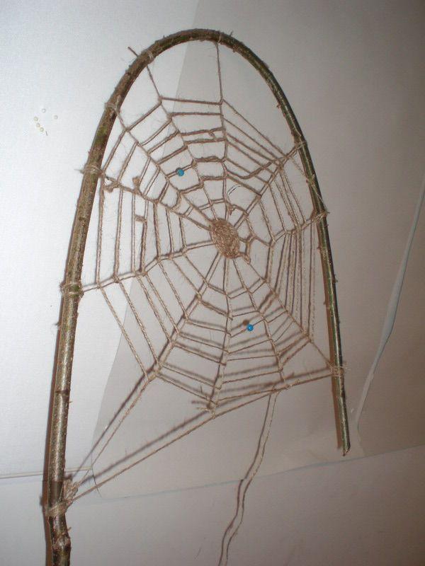 spinnennetz aus haselrute  spinnennetz diy halloween
