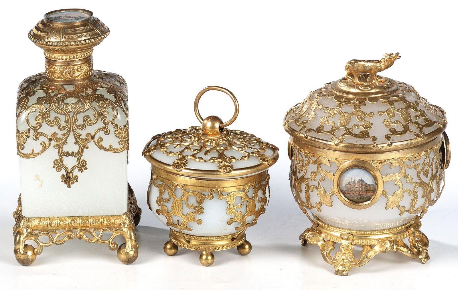 """Russian perfume bottles. Flacon à parfum opaline """"milchglass"""" XIXème Collection Creezy Courtoy"""