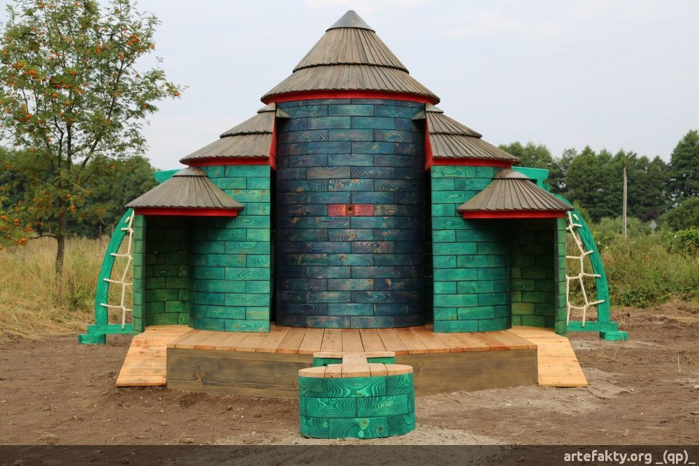 Zobacz drewniane place zabaw które zrobiliśmy. | _(qp)_Drewniane place zabaw i zabawki.
