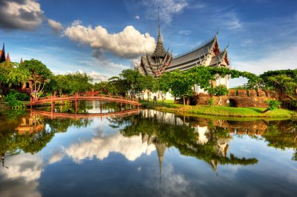Water was often utilised in ancient Thai garden design, serving aesthetic and practical functions.    Thai libraries in Buddhist temples were built over water, to protect manuscripts from marauding white ants.