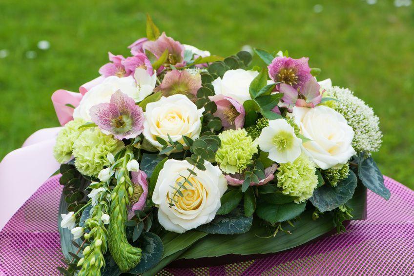 Blumen Herz Fur Die Tischdeko Der Hochzeit Blumen Gestecke Blumengestecke Blumen