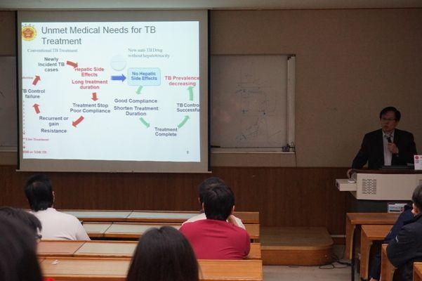 1040414邀請國防醫學院藥學系暨藥學研究所-胡幼圃特聘教授進行專家專題演講