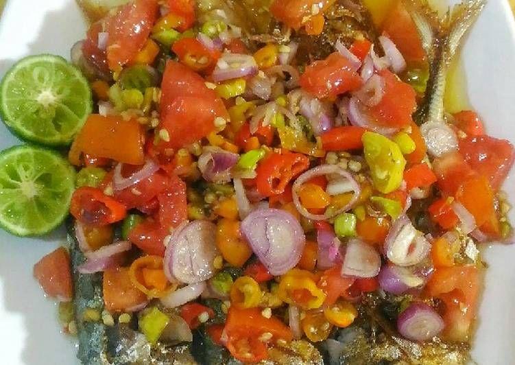 Resep Ikan Goreng Sambal Dabu Dabu Colo Colo Oleh Adelia Sharfina Resep Resep Ikan Resep Masakan Masakan