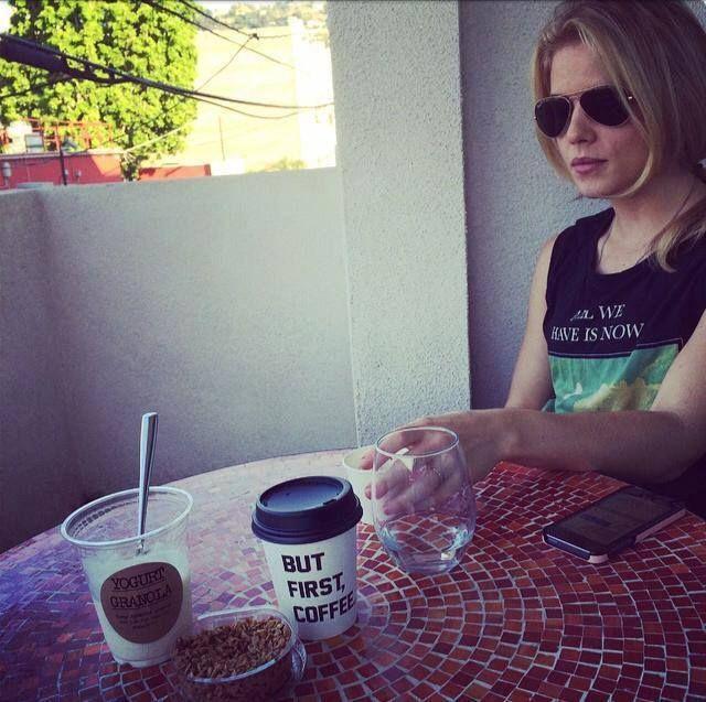 Impromptu breakfast guest #alfredtogo #porchlife - Beth Schwartz (#Arrow's writer)