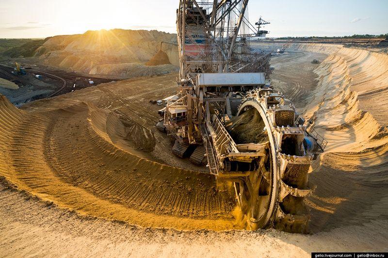 Nazarovskiy Open Pit Coal Mine | Heavy construction ...