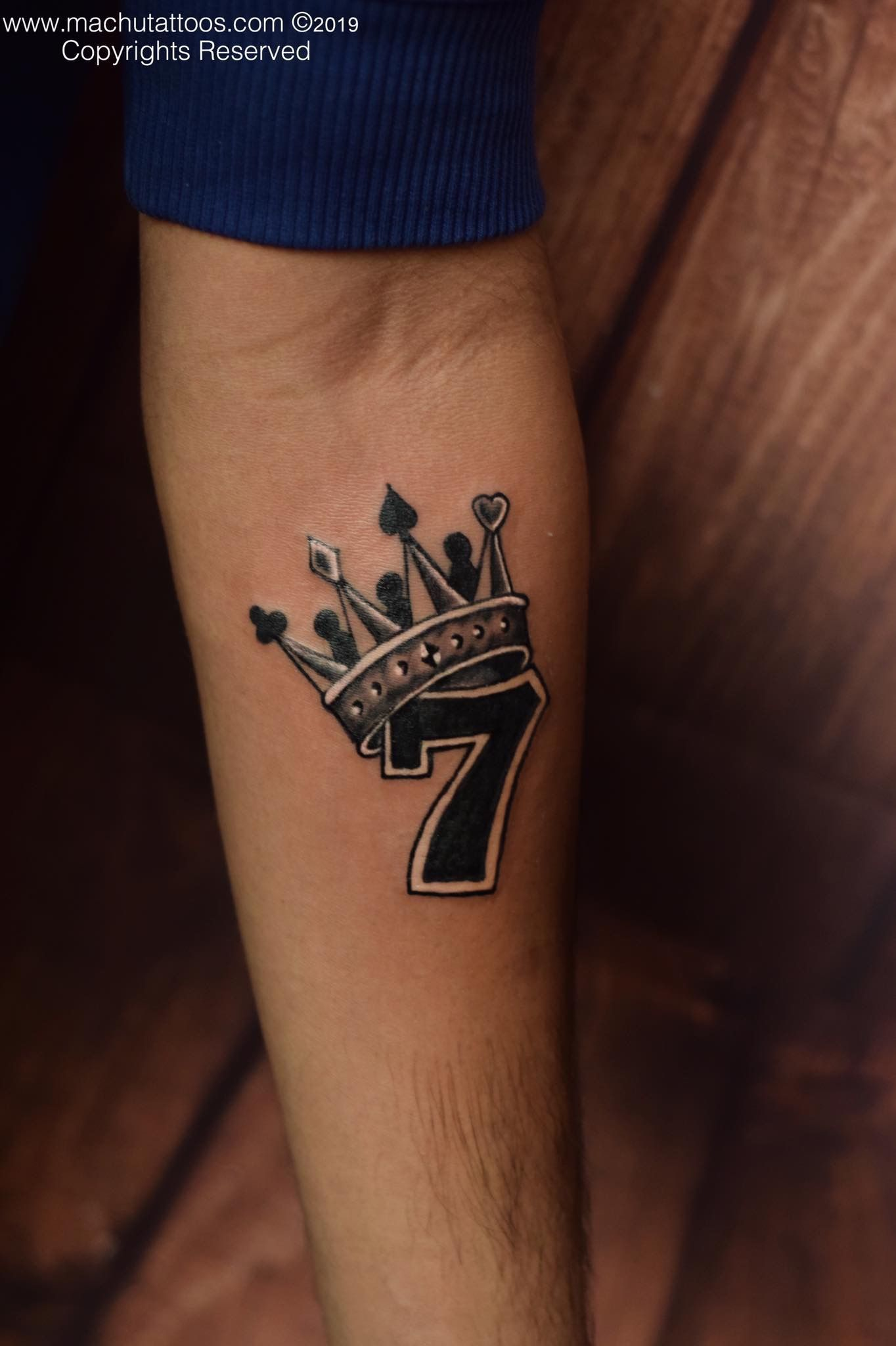 King Crown On Lucky Number Seven Tattoo Done By Suresh Machu From Machu Tattoo Studio Bangalore India Eleg In 2020 Crown Tattoo Lucky Tattoo Crown Tattoo Design