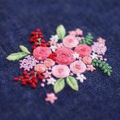 * . ピンクの薔薇 . . #刺繍#手刺繍#ステッチ#手芸#embroidery#handembroidery#stitching#needlework#자수#broderie#bordado#вишивка#stickerei