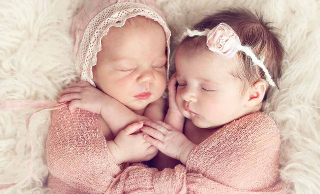 حلم ولادة التوأم للعزباء في المنام التوأم التوأم الذكور التوأم في الحلم التوأم في المنام Twin Baby Names Hipster Baby Names Baby Girl Names