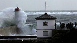 El mar batiendo en la costa de Plounihec, en Francia. FOTÓGRAFO: MAL Langsdon   Reuters