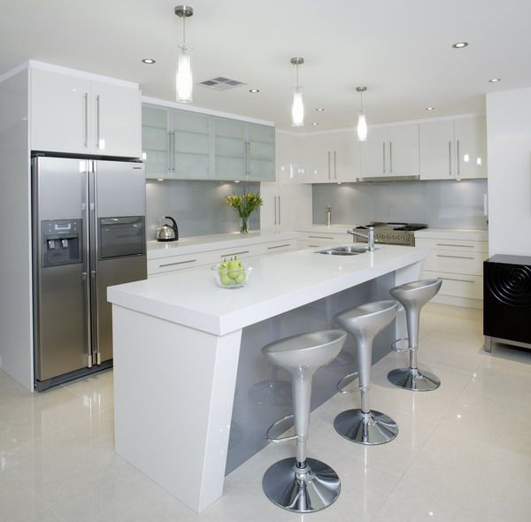 21 Sleek And Modern Metal Kitchen Designs: White Kitchen With Grey Glass Splash Back
