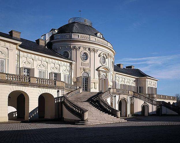 Baden Wurttemberg Die Schonsten Burgen Und Schlosser Besuchen Im Burgen Und Schlosser Land Schloss Stuttgart Burg Burgen Und Schlosser