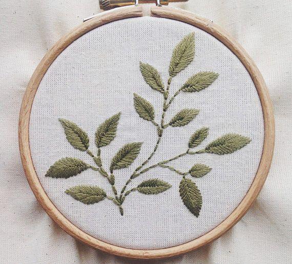 Broderie simple feuille botanique   Idées de broderie, Broderie crewel, Fleurs de broderie à la main