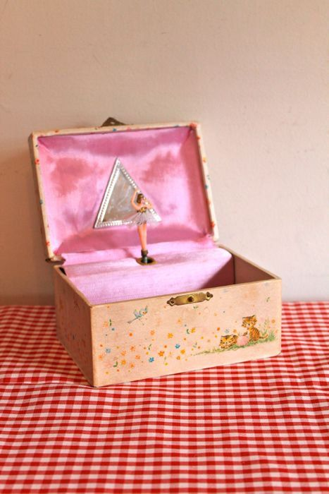 vintage 1970s jewelry box HOLLY HOBBIE music ballerina music box