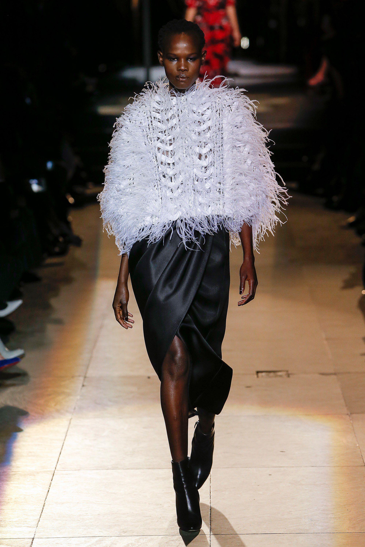 85dd0c9139f4 Carolina Herrera Fall 2018 Ready-to-Wear Fashion Show Collection  See the  complete Carolina Herrera Fall 2018 Ready-to-Wear collection. Look 14