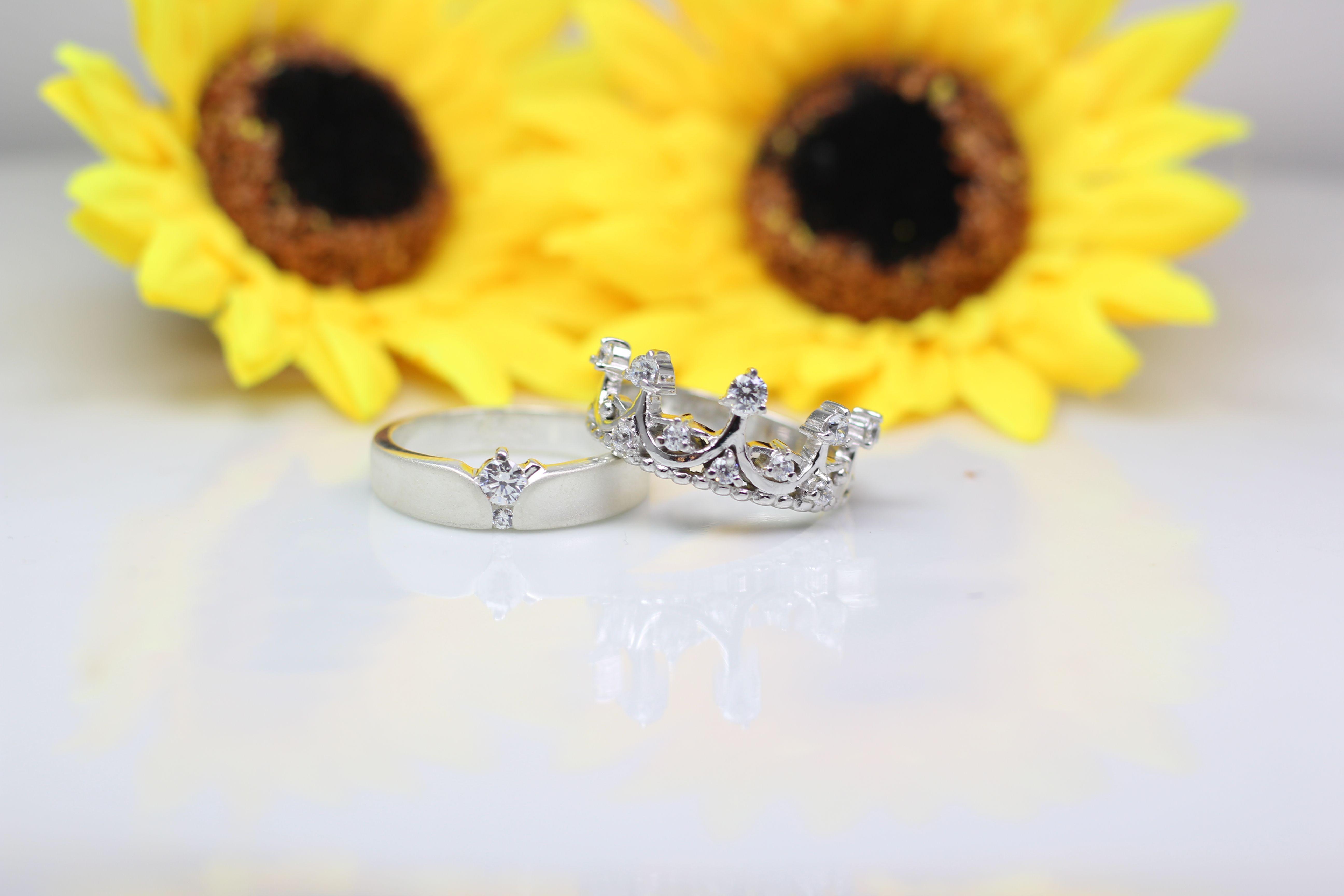 Cincin Kawin Tunangan Model Simpel Dan Elegan Kotagede Jewellery Adalah Solusi Bagi Anda Yang Sedang Mencari Cincin Kawi Cincin Kawin Cincin Cincin Tunangan