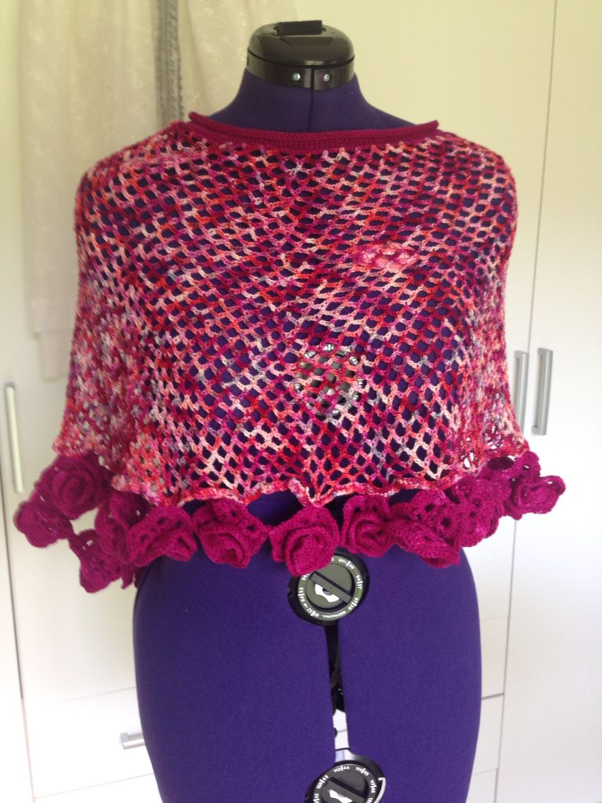Sumerponcho with 28 roses. Crochetting