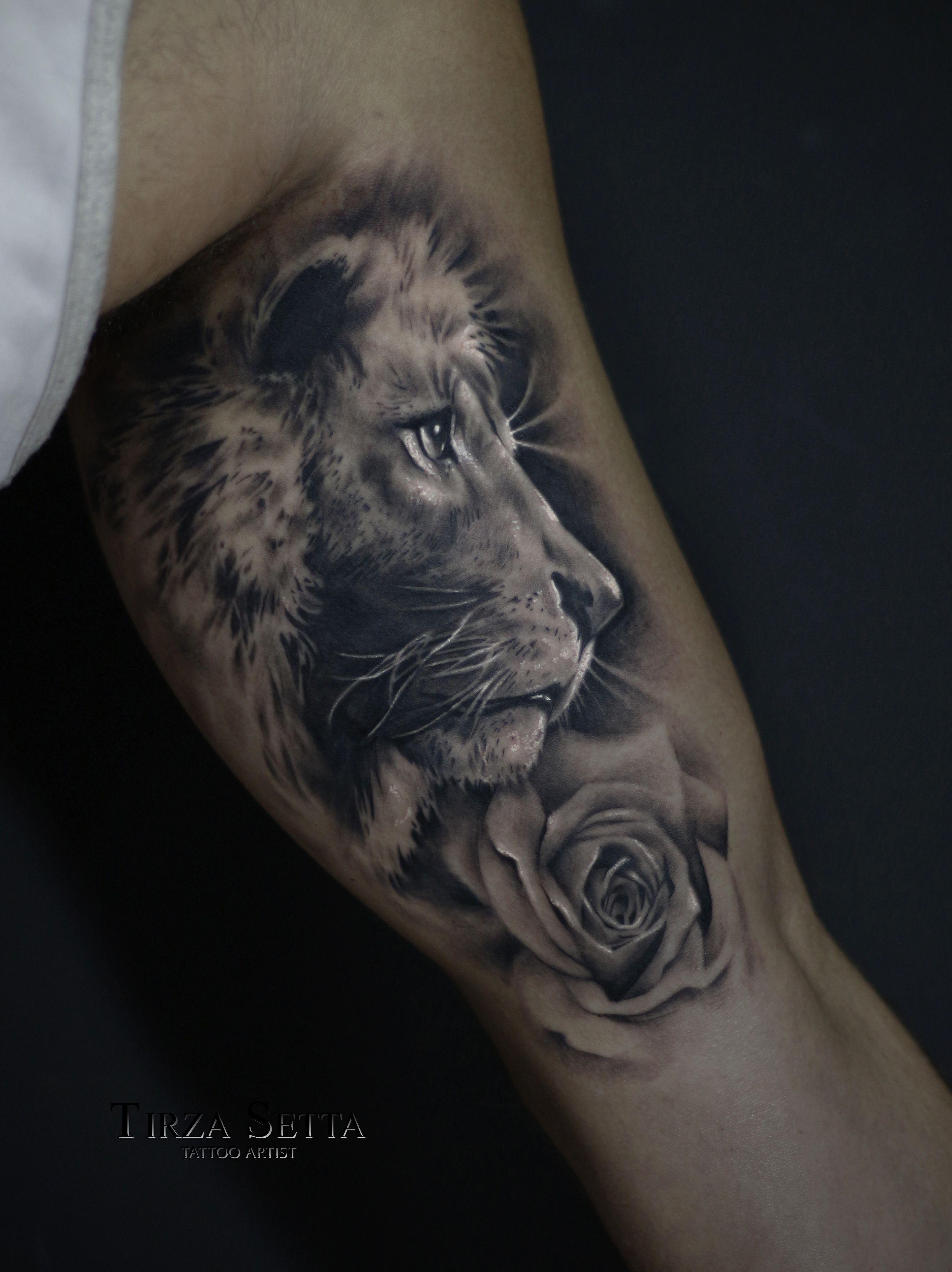 Leao Com Rosa No Biceps Tattoo Blackandgrey Liontattoo Rosetattoo Tirzasettatattoo Tirzasetta Realist Bicep Tattoo Bicep Tattoo Men Inside Bicep Tattoo