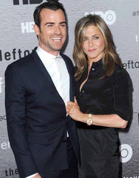 Mardi 28 octobre, l'actrice Jennifer Aniston a été vue dans Los Angeles sans sa bague de fiançailles. http://www.elle.fr/People/La-vie-des-people/News/Jennifer-Aniston-pourquoi-etait-elle-sans-sa-bague-de-fiancailles-2855894