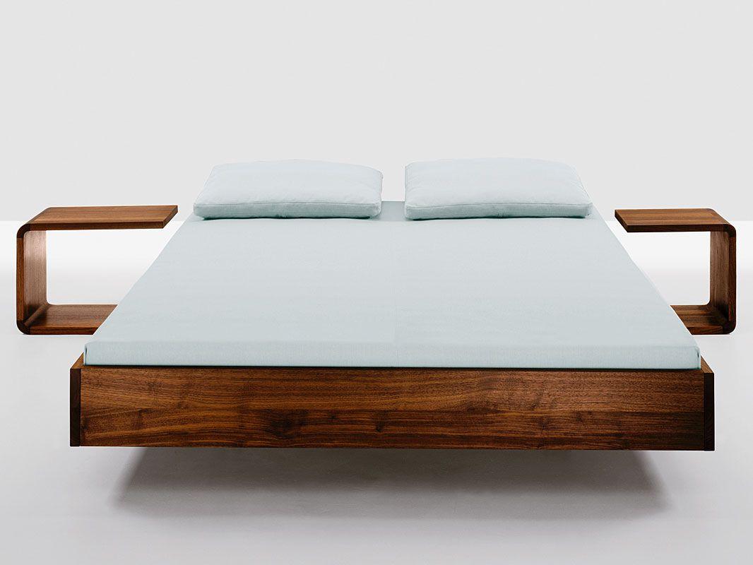 Bett Simple Das Puristische Massivholzbett Das Das Material Betont Bett Holz Bett Möbel Designer Bett