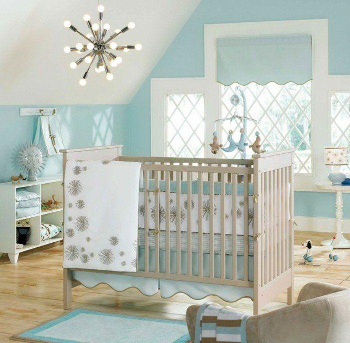 Deco chambre bebe garcon en blanc et bleu lit à barreaux en bois une ambiance propice au sommeil
