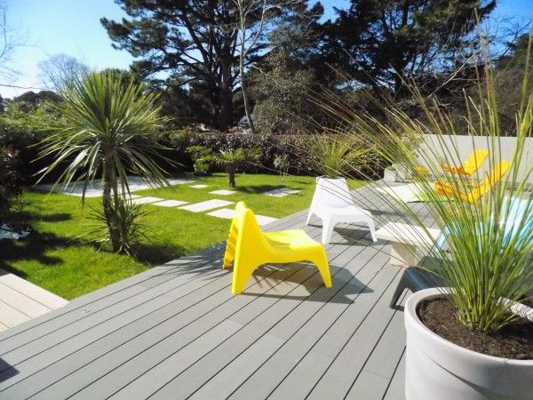 Am nagement au ch teau d 39 olonne en vend e d 39 un jardin autour d 39 une r sidence au design for Amenagement jardin contemporain