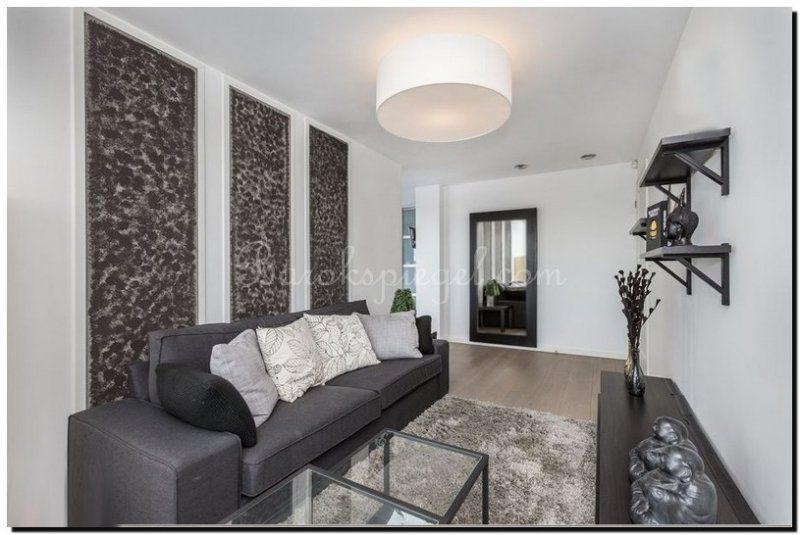 Moderne design spiegel met zwarte lijst in de woonkamer | Zwarte ...