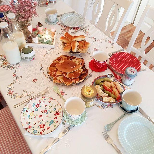 Gestern ist es etwas später auf nem Geburtstag🎉🎈🎊 geworden. 😉Also wird jetzt auch sehr spät gefrühstückt. 😄Ich wünsche euch einen guten Start ins Wochenende. 🤗❤
