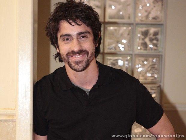 O ator acumula sucessos no teatro, TV e cinema (Foto: Tapas e Beijos / TV Globo) #TapasEBeijos   TV Globo