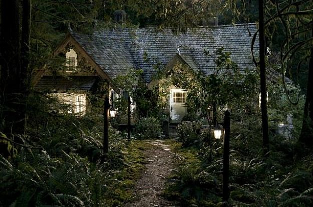 Breaking Dawn 2 Bella And Edward S Cottage Twilight House Honeymoon Cottages Cottage In The Woods