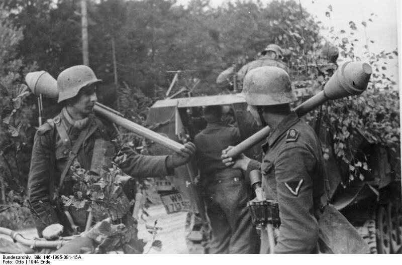German Großdeutschland Division troops with Panzerfaust at