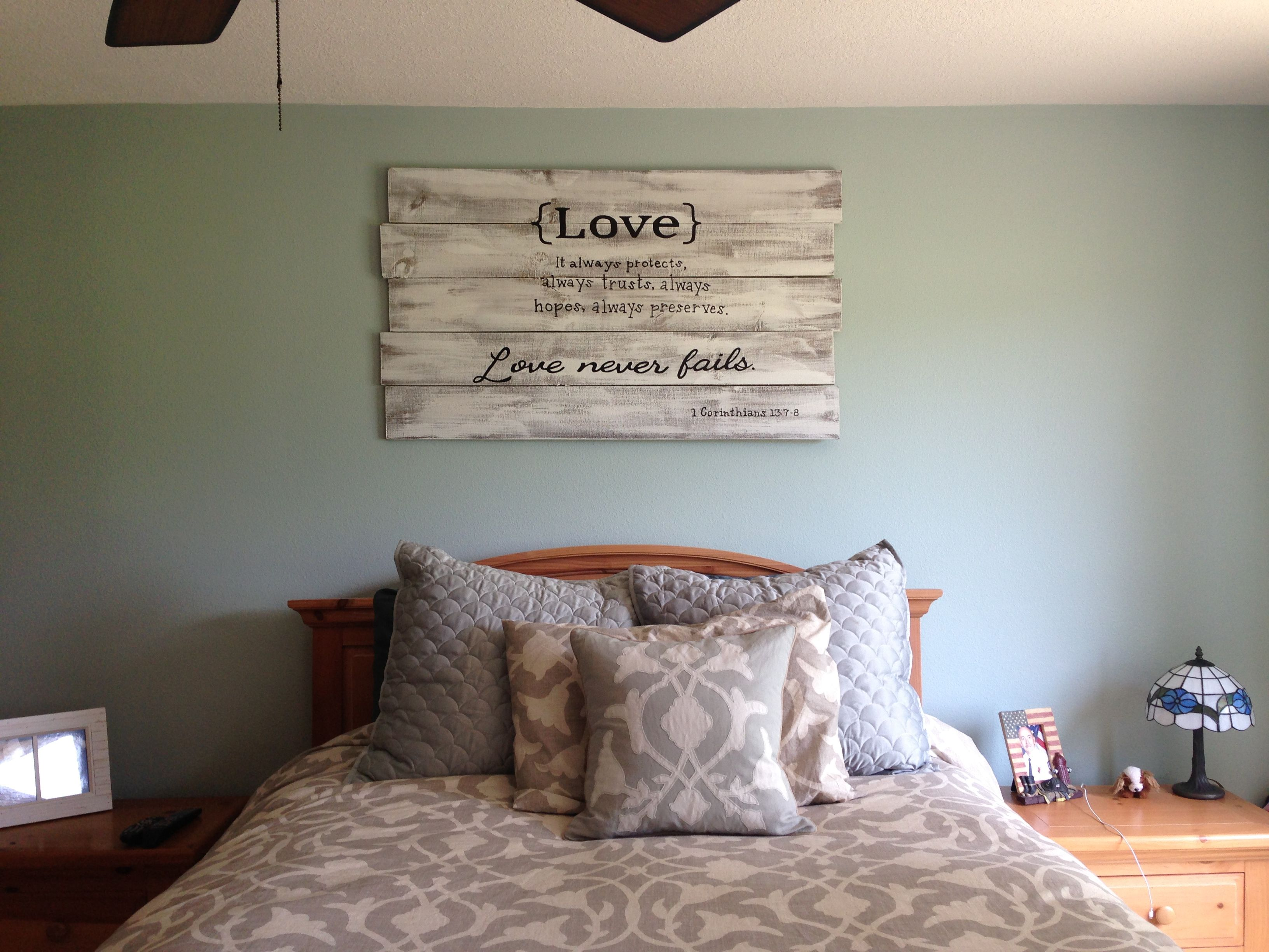 Quote art above the bed all you need is fence panels - Wall hanging ideas for bedrooms ...