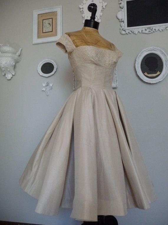 Community Post: 21 Gorgeous Vintage Wedding Gowns You Can Buy On ...