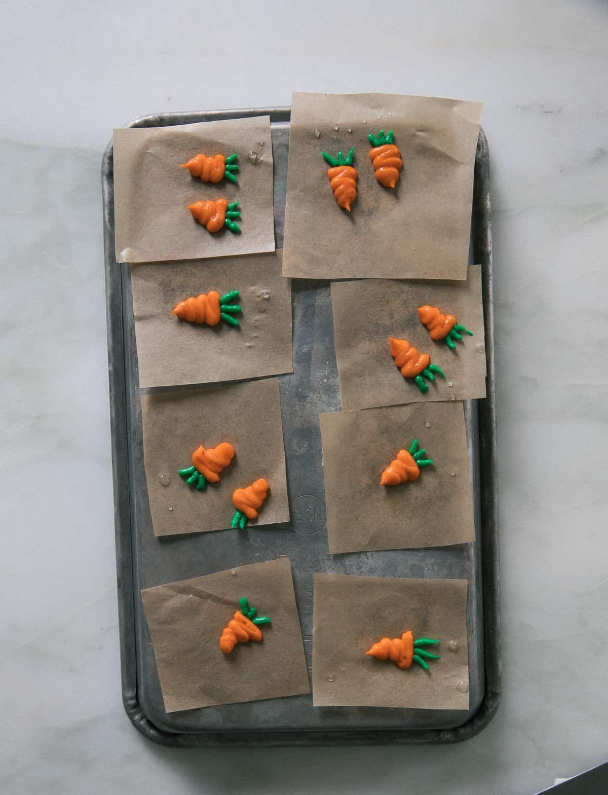 Mini gâteau aux carottes avec glaçage au fromage à la crème au ...