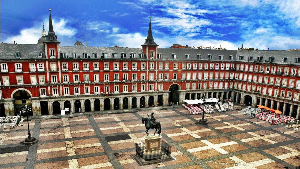 Plaza mayor de madrid juan g mez de mora historia del for Lugares turisticos para visitar en espana