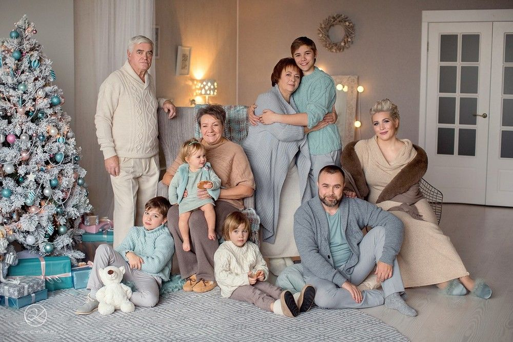 плащ постановочные фотографии большой семьи жителей деревни является