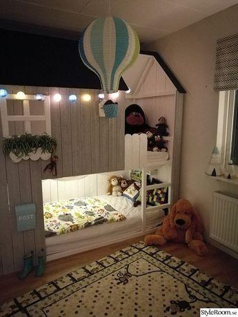 Barnrum med tema hus, apor och Mini Cooper. . Kinder
