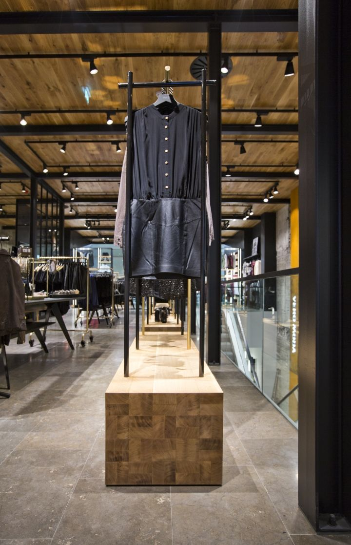 Gebrauchte Ladeneinrichtung Awesome Fixture Retail Urban Smart Casual In 2019 Clothing