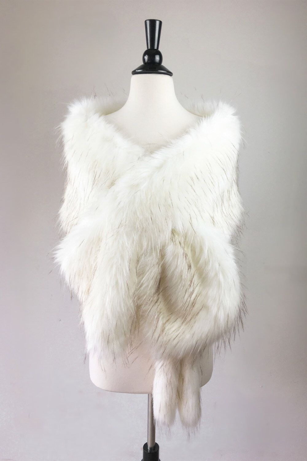 white fur stole paired - 736×1104