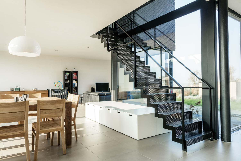 Metalen design trap geperforeerde staalplaat zwart gelakt